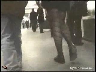 Скрытая камера сняла девушку с большими сиськами на подземной стоянке