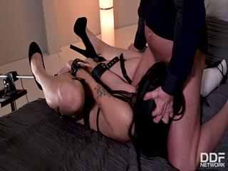 Секс со спящей девушкой, которая получила порцию секса от парня-бдммена