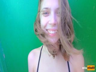 Порно видео со зрелой блондинкой, которая любит сосать хуи у молодых парней